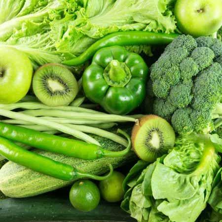 Las verduras de hojas verdes fortalece el cabello en los hombres