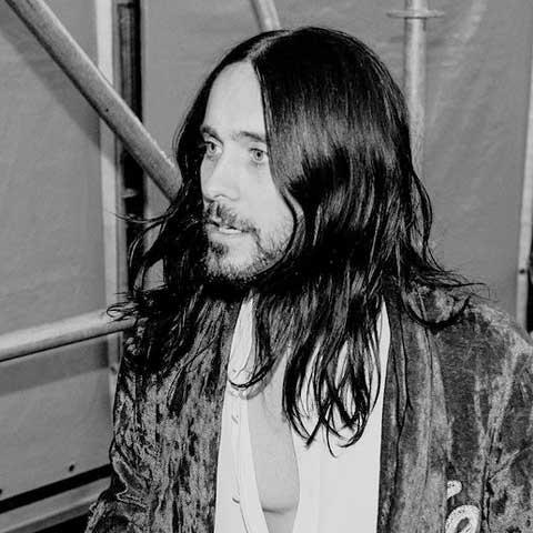 cortes de cabello hombre con barba en jared leto