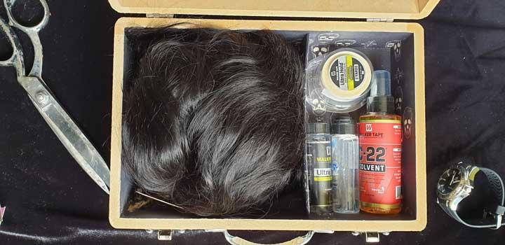 caja con prótesis capilar exclusiva de Hairs Premium